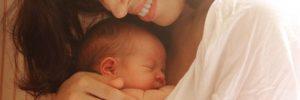 bagnetto-massaggio-neonato-sviluppo-sensoriale-cognitivo