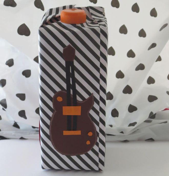 salvadanaio-fai-da-te-tetrapack-riciclo-creativo-bambini-musica